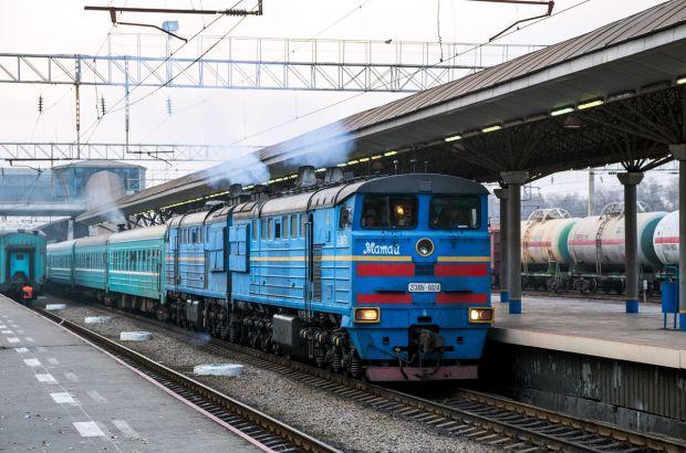 В Мангистау газовоз столкнулся с пассажирским поездом