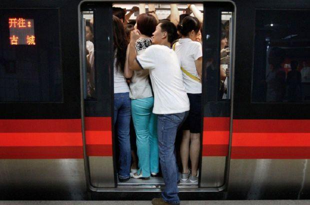 В китайском Гуанчжоу задержка поездов привела к скоплению 100 тыс человек