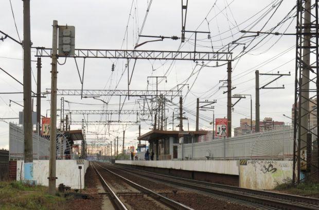 В Петербурге мужчина попал под электричку