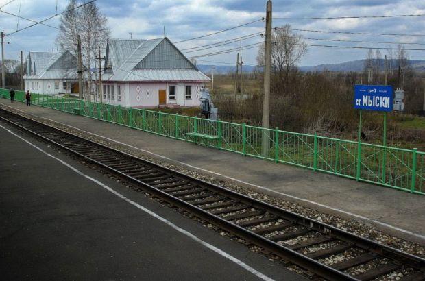 Молодой мужчина погиб под поездом в Новокузнецком районе