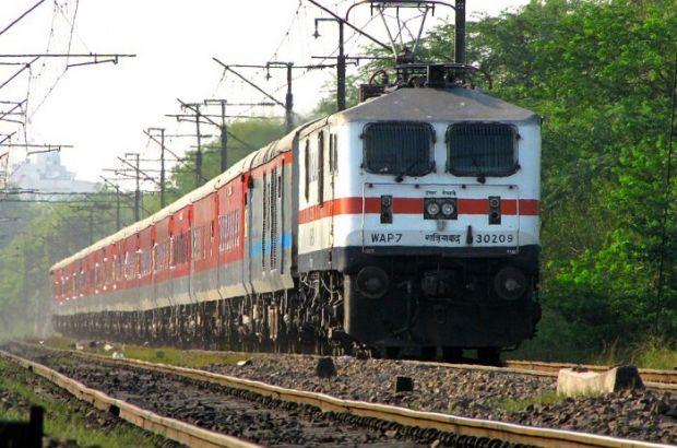 В Индии с рельсов сошел поезд: 50 пострадавших