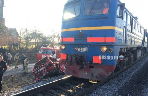 Поезд раздавил легковушку с людьми под Калининградом