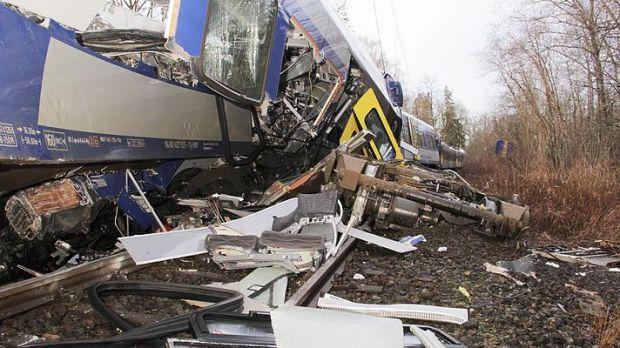 Количество погибших в аварии на железной дороге в Германии возросло до 8 человек