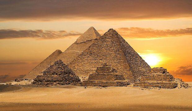 Поезд в Египте сошел с рельсов, 73 человека получили ранения