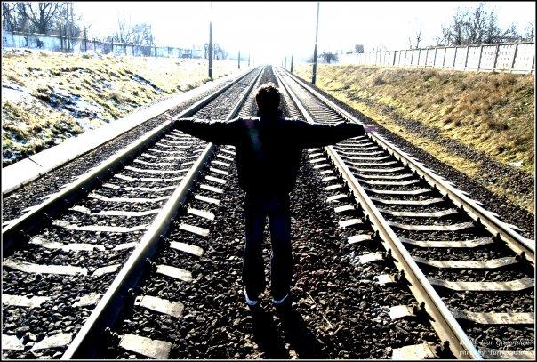 В Астраханской области родственники бросили обидчика под поезд