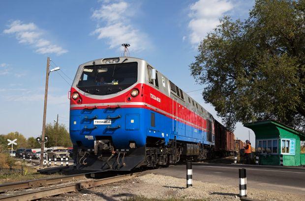 Машинист и его помощник предотвратили столкновение пассажирского поезда «Лениногорск - Астана» с автомобилем