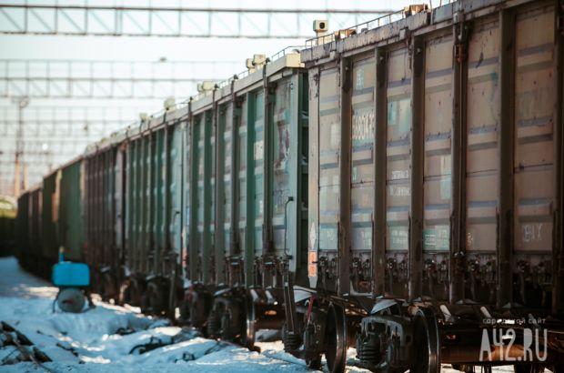 В центре Ленинска-Кузнецкого девушку в наушниках сбил поезд