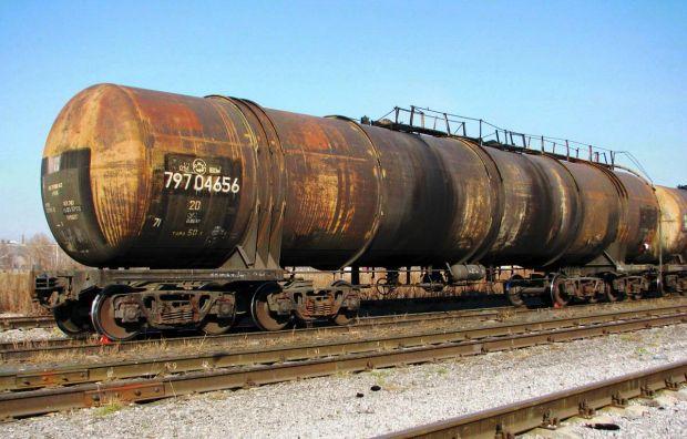 В Пугачеве спасатели и железнодорожники предотвратили разлив нефти на путях