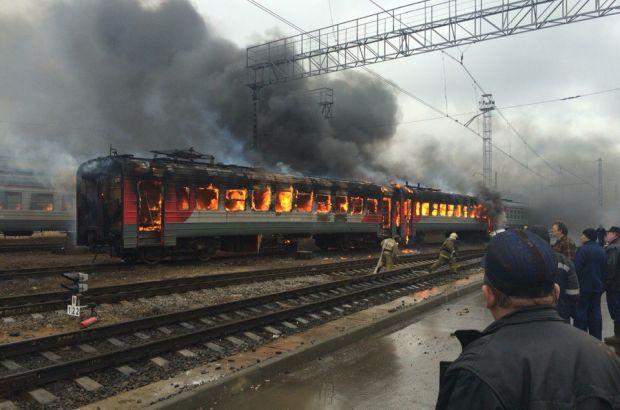 Два списанных железнодорожных вагона сгорели в депо Домодедово
