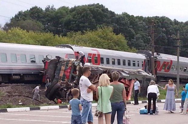 Врезавшийся на КамАЗе в поезд мужчина может сесть на два года