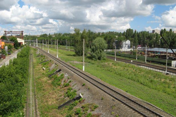 Подросток упал с моста на железнодорожную контактную электросеть