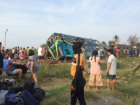 Три человека погибли в аварии на железной дороге в Таиланде