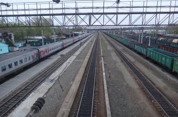 На железнодорожном переезде под Белогорском предотвратили попытку самоубийства