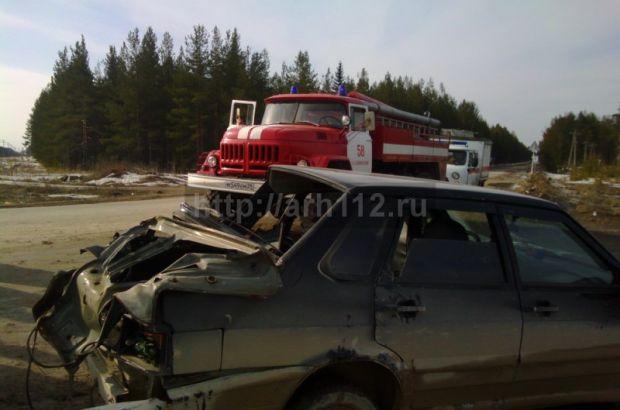ВАЗ-2115 угодил под локомотив грузового состава на переезде в Емце