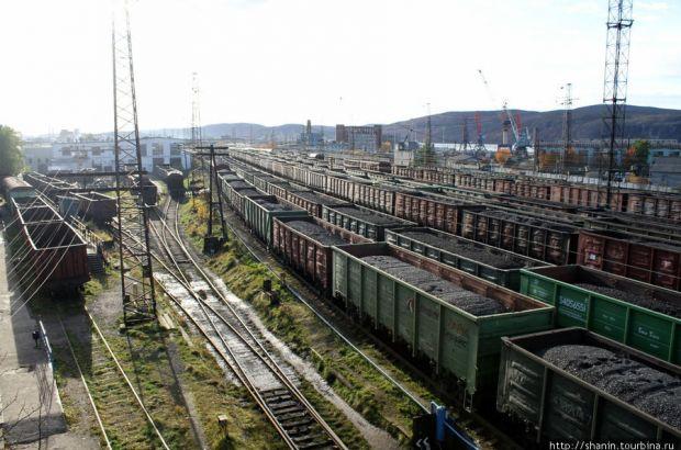 В Мурманске поезд насмерть задавил женщину, пытавшуюся перебраться через пути под колесами