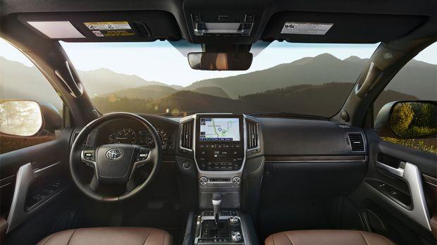 Замена лобового стекла на Toyota Land Cruiser 200